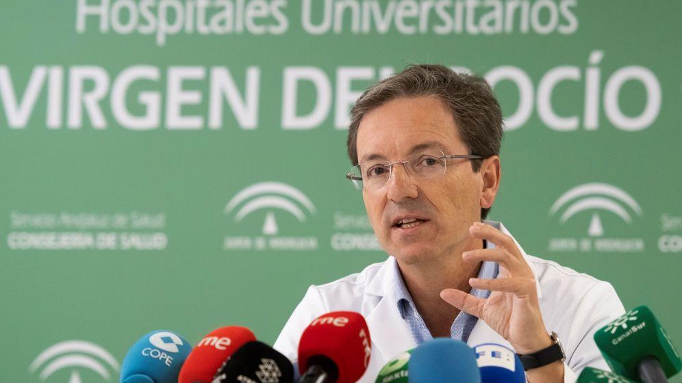 Foto: El portavoz del gabinete técnico creado por la Consejería de Salud y Familias para el seguimiento del brote de listeriosis, José Miguel Cisneros. (EFE)