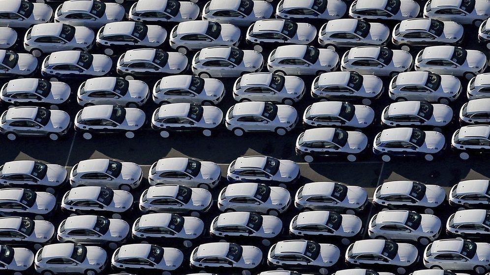 Foto: Stock de nuevos vehículos en una fábrica de automóviles. (EFE)
