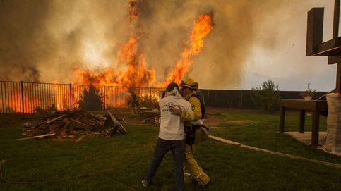 Una veintena de incendios convierten California en un infierno