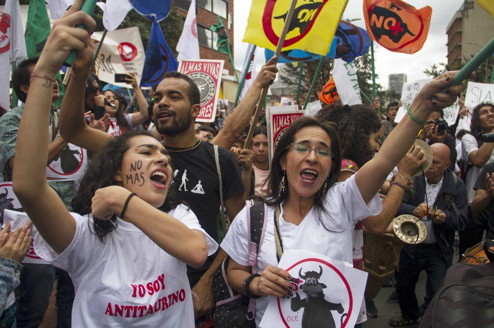 Foto: Manifestación en contra de la reapertura de la plaza de toros de la Santamaría en Bogotá (H. Estepa)