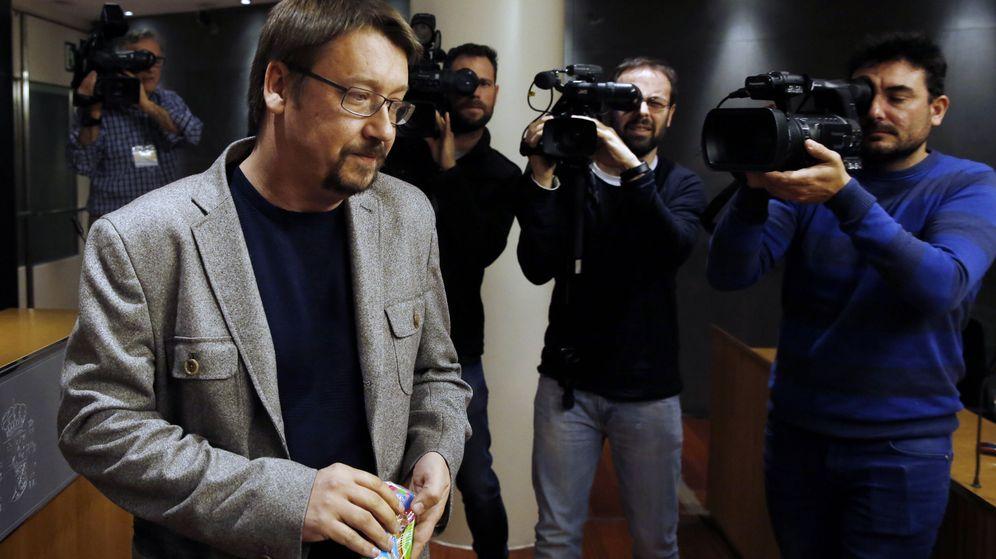 Foto: El portavoz parlamentario de En Comú, Xavier Domènech, tras reunirse con el Rey en Zarzuela. (EFE)