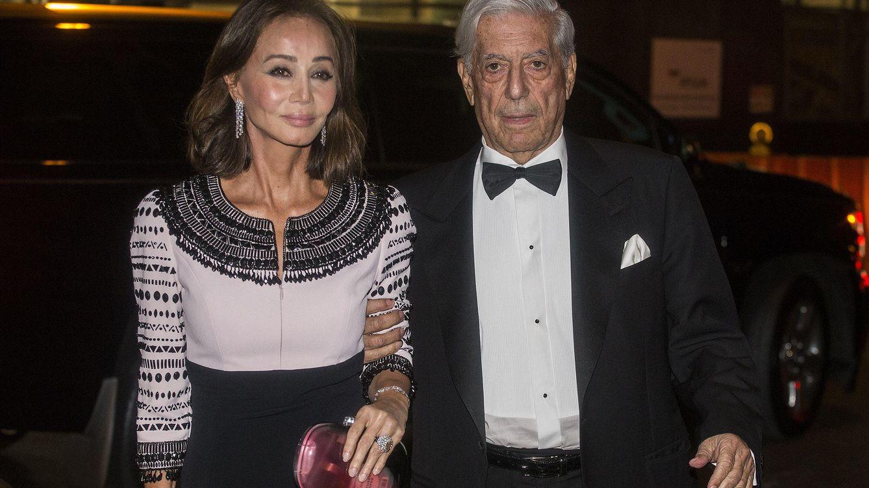 Foto: Mario Vargas Llosa a su llegada a la gala junto a Isabel Preysler (Efe)
