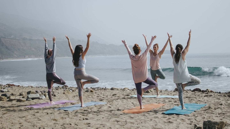 Tipos de yoga y cuál escoger según tu cuerpo y tus objetivos. (Kaylee Garrett para Unsplash)