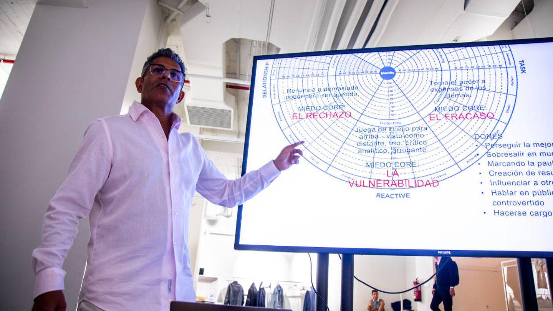 Julio Cardoza durante el taller de delegación