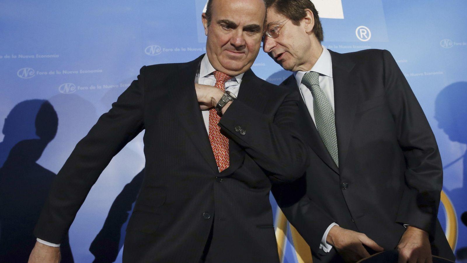 Foto: Luis de Guindos, ministro de Economía en funciones, y José Ignacio Goirigolzarri, presidente de Bankia. (Efe)
