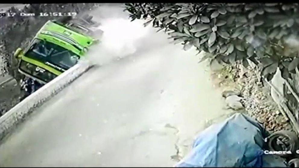 Impactantes nuevas imágenes del accidente del autobús turístico de Perú