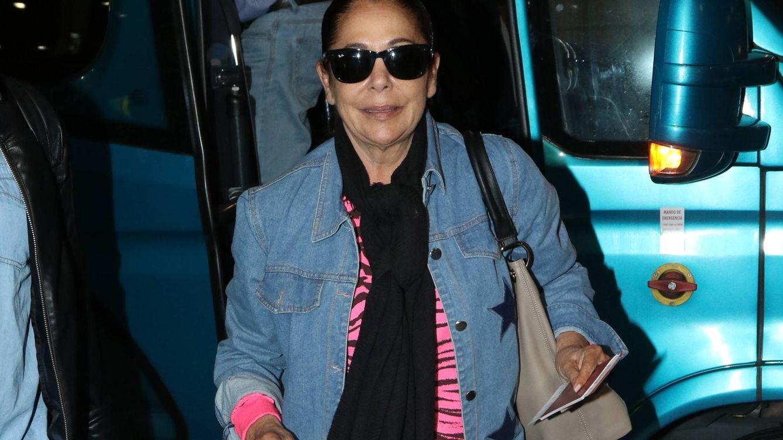 Isabel Pantoja ya vuela, emocionada, hacia Honduras: así será su sueldo millonario
