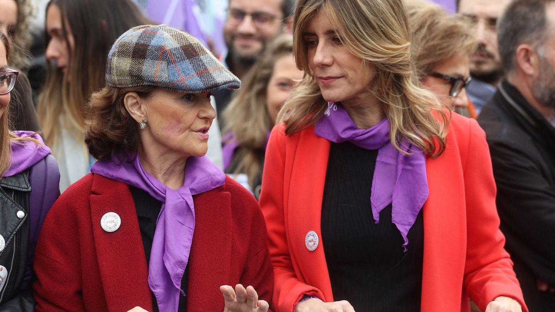 Begoña Gómez y la vicepresidenta Carmen Calvo, en la manifestación por el Día de la Mujer. (EFE)