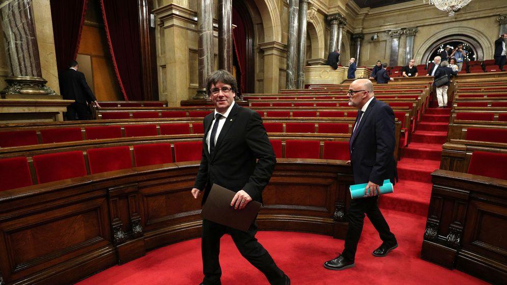 Foto: El presidente catalán, Carles Puigdemont, abandona el Parlament después de su comparecencia el pasado martes. (Reuters)
