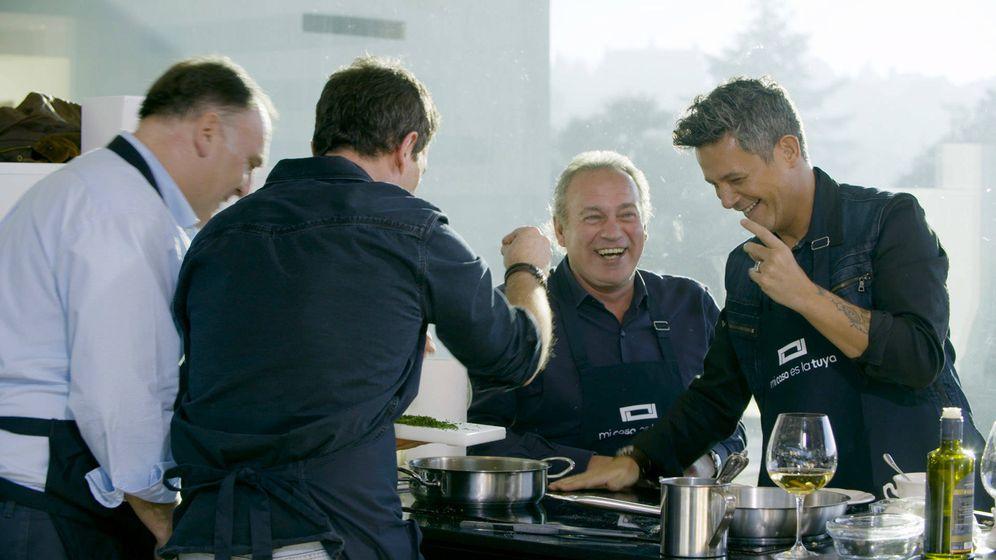 Foto: Los invitados ayudaron a José Andrés a cocinar en 'Mi casa es la tuya'