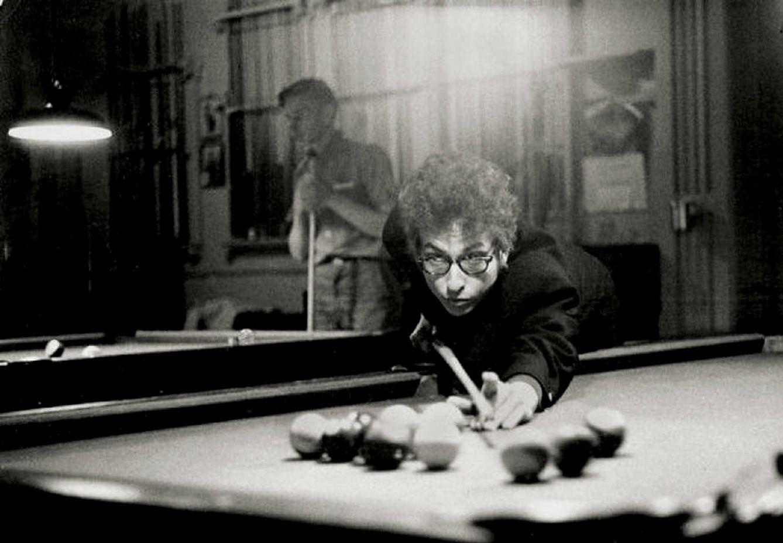 Foto:  Bob Dylan, en un salón de billar de Kingston, en Nueva York. 1964.