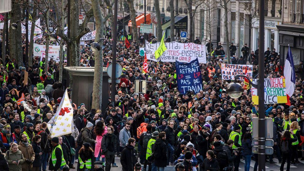 Los chalecos amarillos desafían al Gobierno francés y al coronavirus