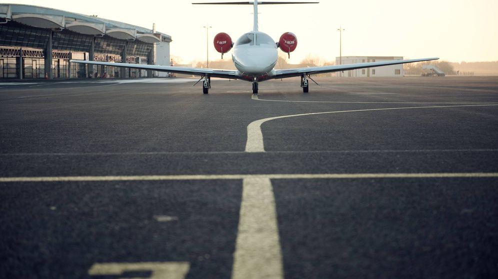 Foto: Avioneta en un aeropuerto. (Foto: Unsplash)