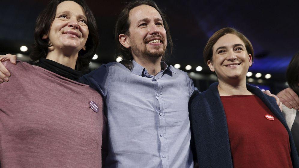 Foto: Pablo Iglesias, junto a Carolina Bescansa y Ada Colau en el mitin central celebrado en Madrid el pasado domingo. (EFE)