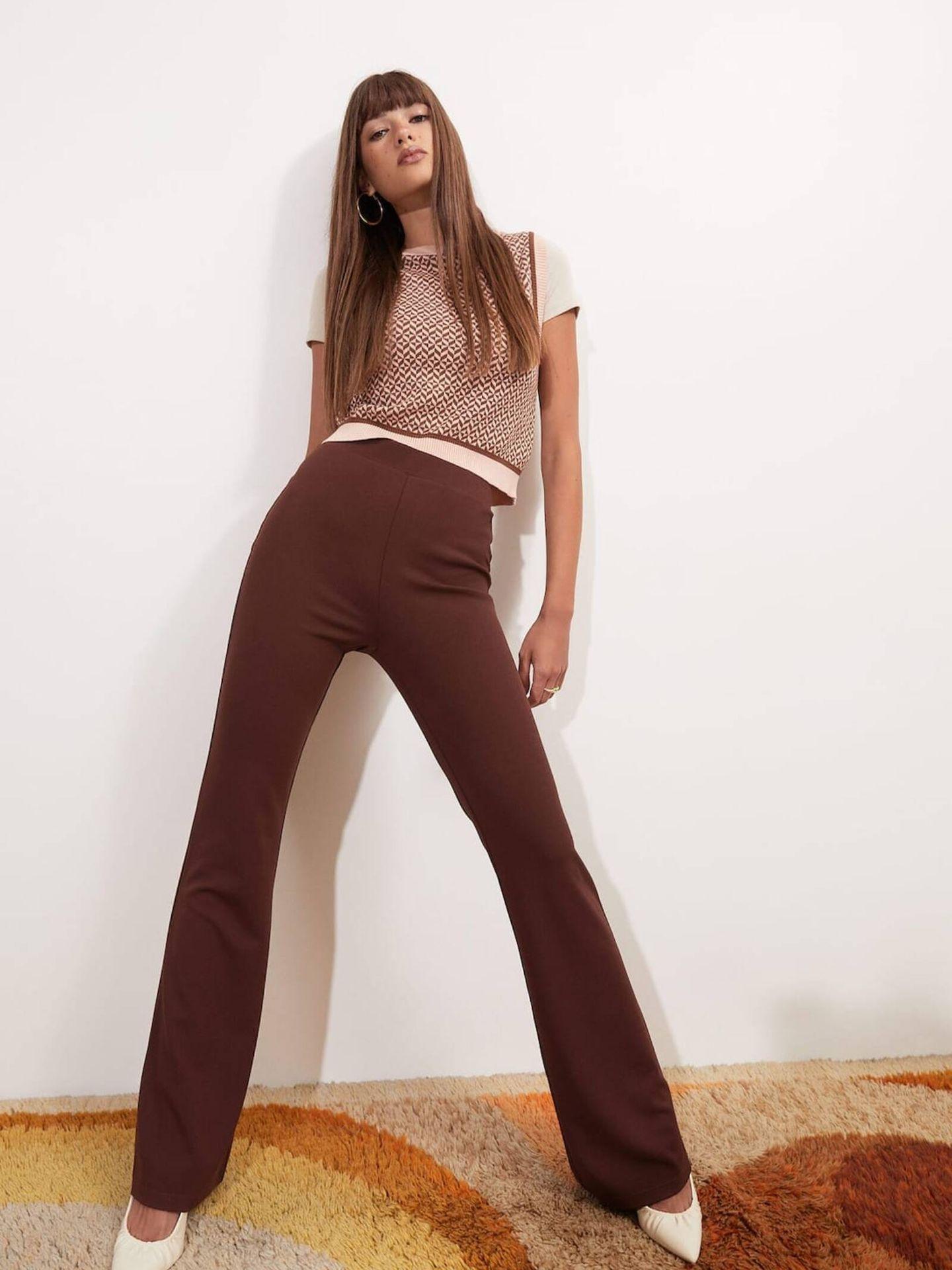 El cómodo pantalón de Stradivarius con el que alargar tus piernas. (Cortesía)