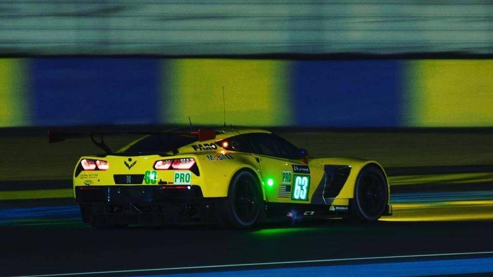 Foto: El Corvette de Antonio García sobre el asfalto de Le Mans. (Foto: @AntonioGarcia_3)