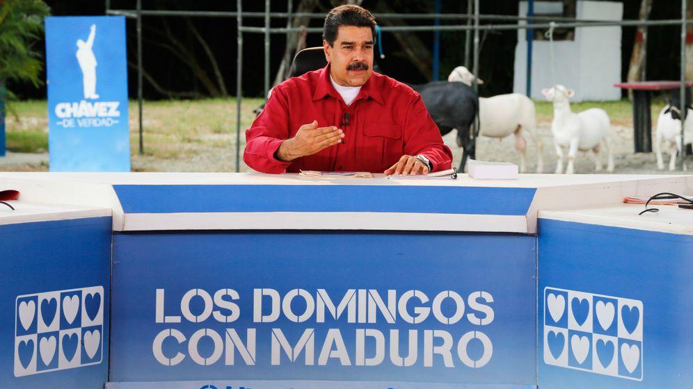 Foto: Maduro, durante su programa del domingo hablando de Cataluña (EFE)