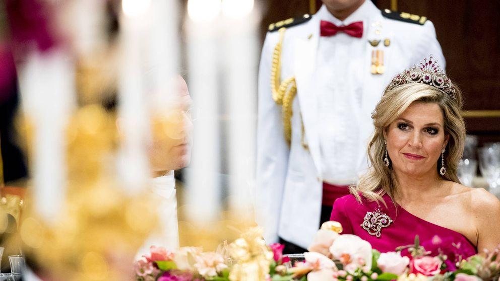 Máxima de Holanda, con el pavo real subido (a la cabeza) en su cena de gala con Singapur