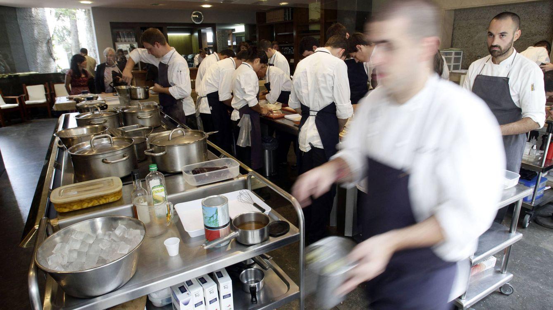 Foto: Cuantas más estrellas Michelin tiene un restaurante, mayor porcentaje de becarios hay su cocina. (Reuters)