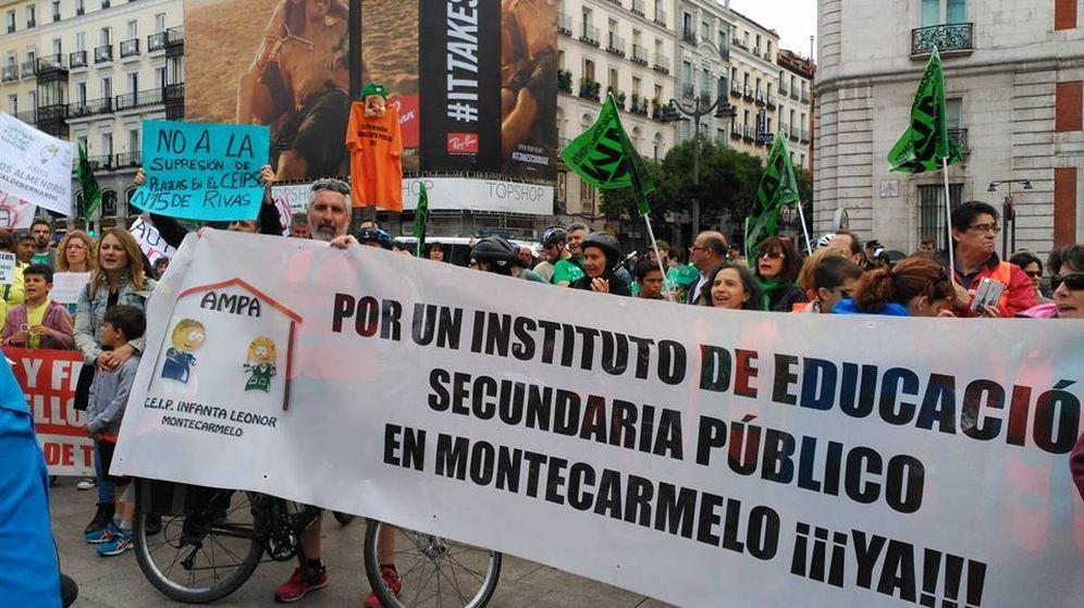 Foto: Familias de Montecarmelo reclamando un instituto en Montecarmelo. Foto: AMPA del colegio Infanta Leonor