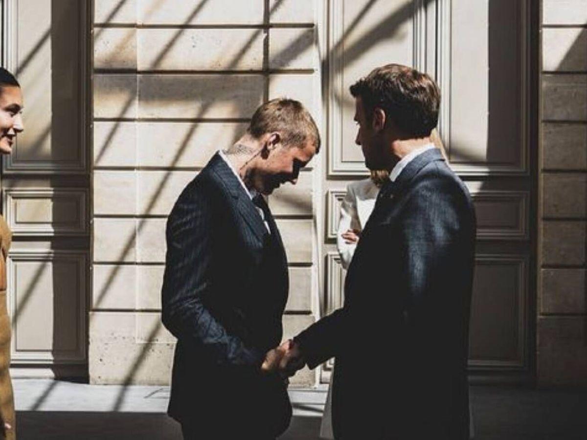 Foto: Hailey y Justin Bieber, con Macron. (Imagen: Soazig de la Moissonnière)