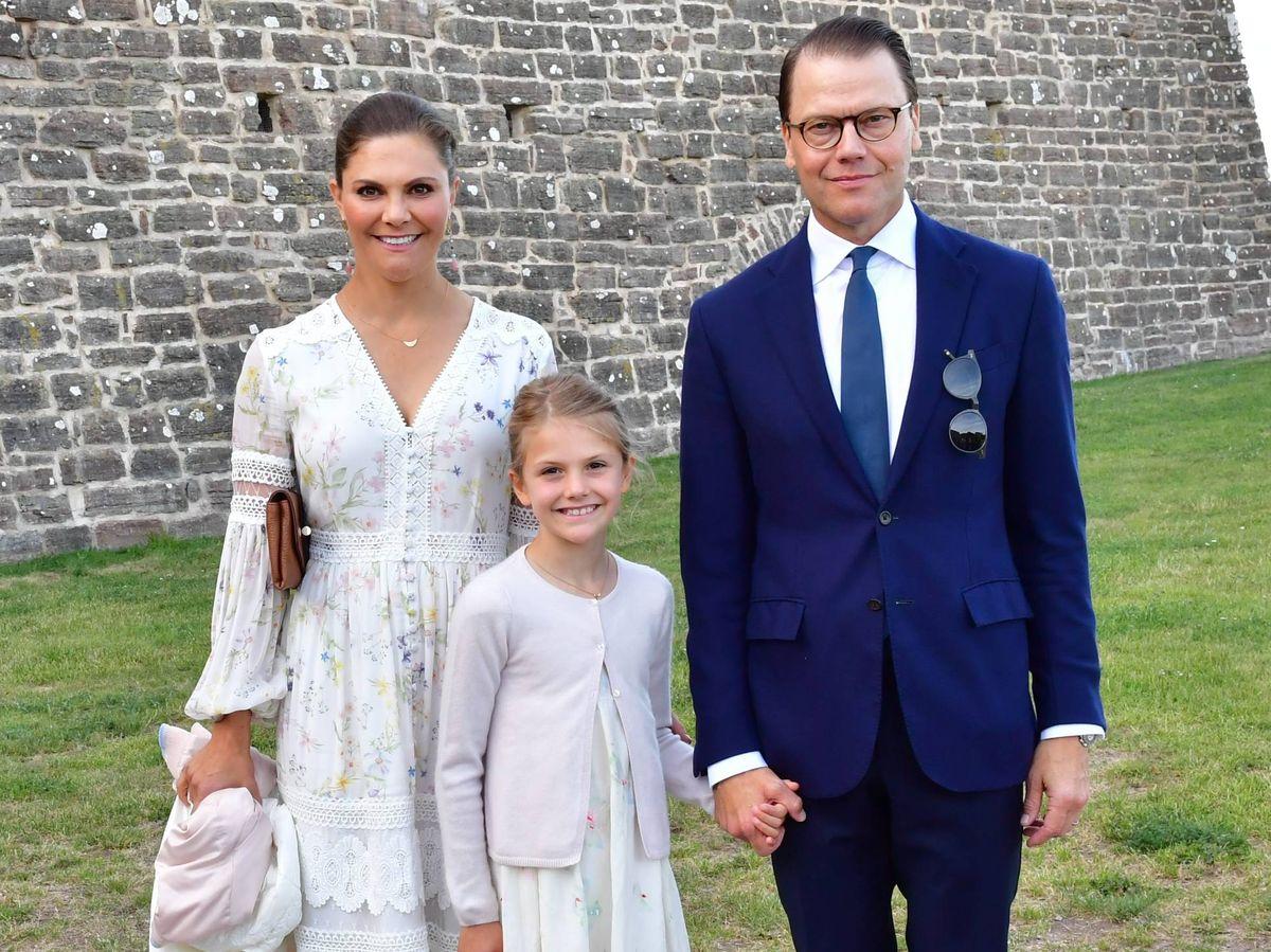 Foto: Victoria, Estelle y Daniel, en el cumpleaños de Victoria. (Cordon Press)