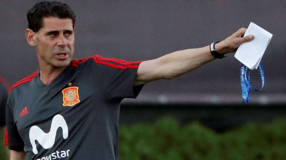 Foto: Fernando Hierro, en su primer entrenamiento como seleccionador. (EFE)