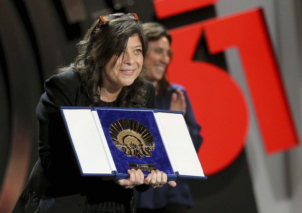 Foto: Mariana Rondón recibe el premio (Efe)