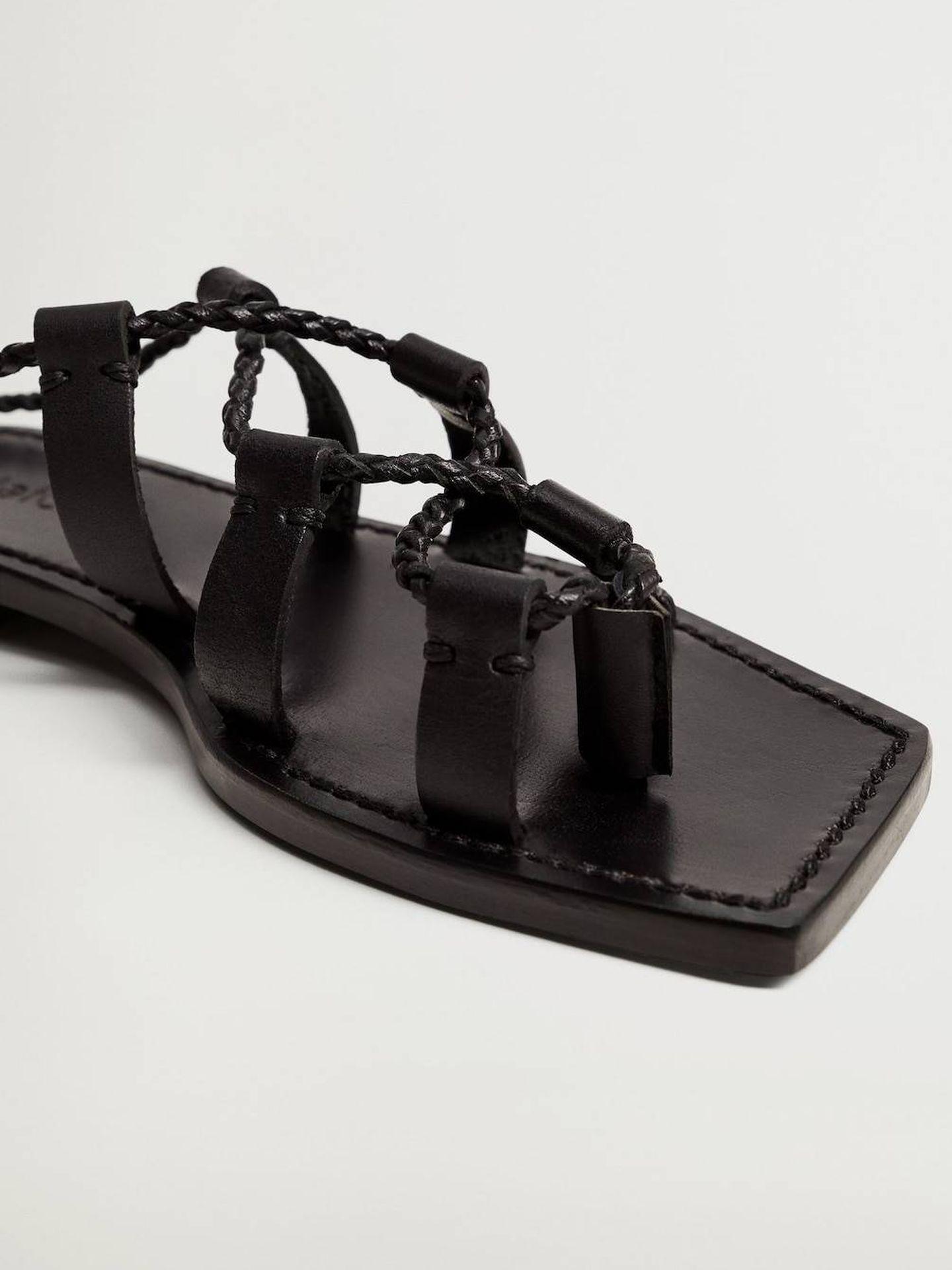 Sandalias atadas de Violeta by Mango. (Cortesía)
