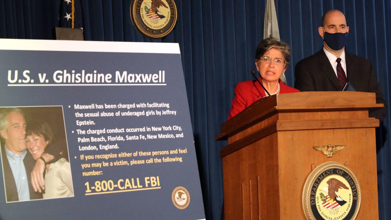 El FBI anuncia el arresto de Ghislaine Maxwell, la cómplice de Epstein. (Getty)