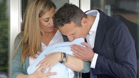 Joaquín Prat y Yolanda Bravo presentan en sociedad a su hijo