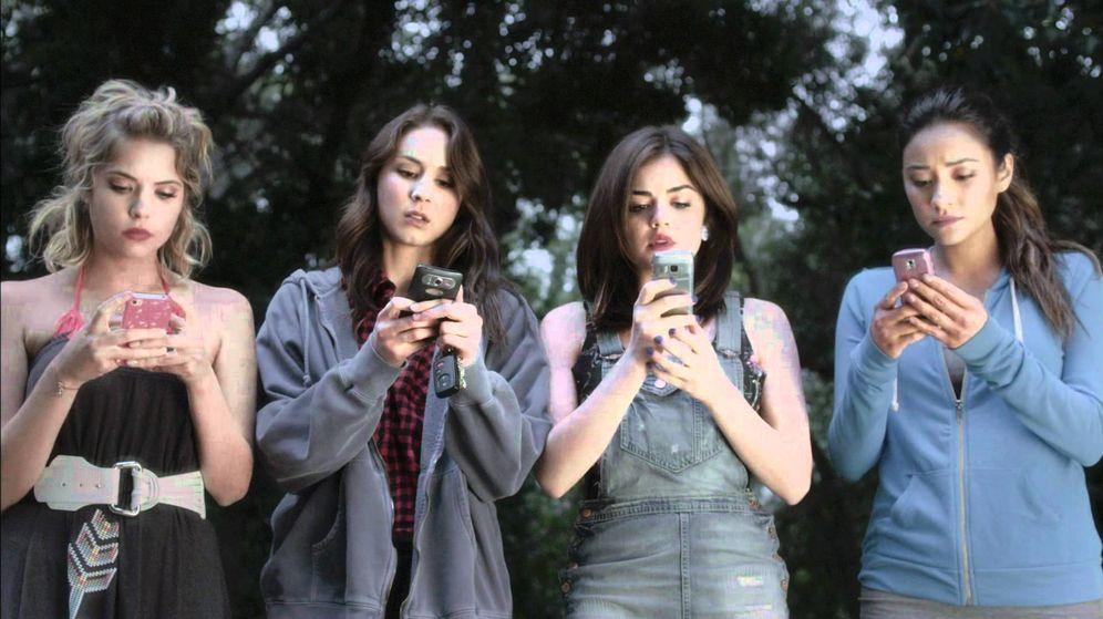 Foto: Impresionantes las burradas que recibe una mujer en su móvil. (Imagen: Pretty Little Liars)