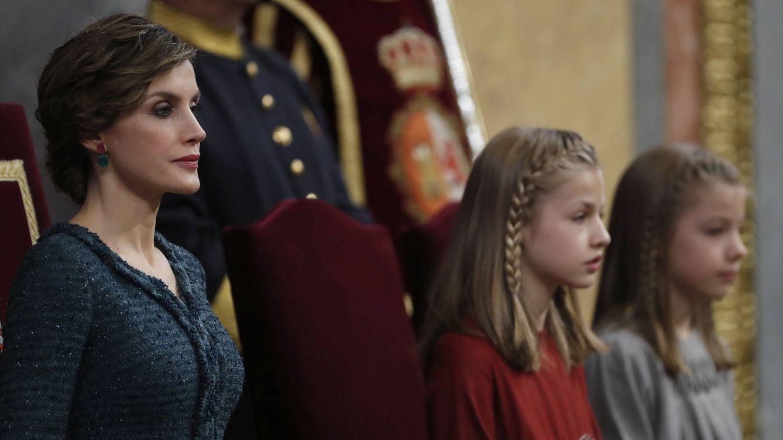 La Reina, la princesa de Asturias y la infanta atienden al discurso del Rey