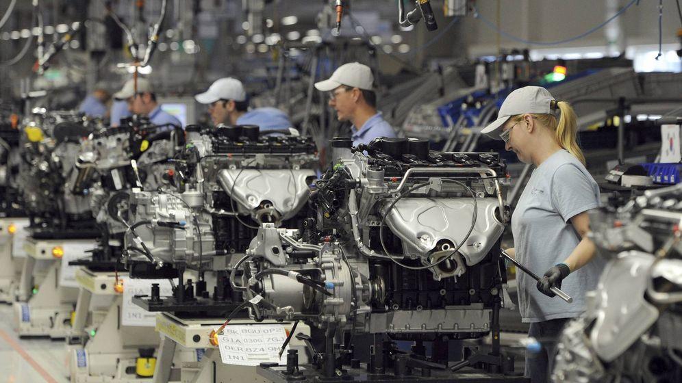 Foto: Forografía de una cadena de montaje de un planta de la marca alemana Volkswagen. (Efe)