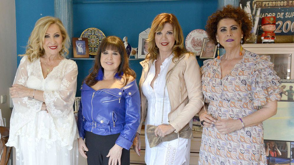 Foto: Rosa Benito, Loles León, Belinda Washington e Irma Soriano, en 'Ven a cenar conmigo: gourmet edition'. (Mediaset)