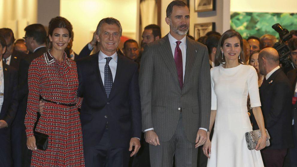 Blanco vs. estampado en el encuentro de Letizia y Awada en ARCO