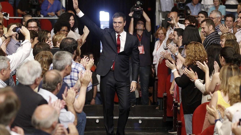 Foto: El secretario general del PSOE, Pedro Sánchez, saluda a su llegada esta mañana a la reunión extraordinaria del Comité Federal del partido, en Madrid. (EFE)