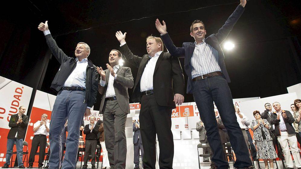 Foto: Orengo, segundo por la izquierda, en un mitin de campaña en Gandía en 2011 con José Blanco, Jorge Alarte y Pepe Frasquet. (EFE)