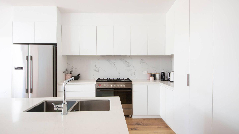 Decora la cocina estilo minimalista. (Simona Sergi para Unsplash)