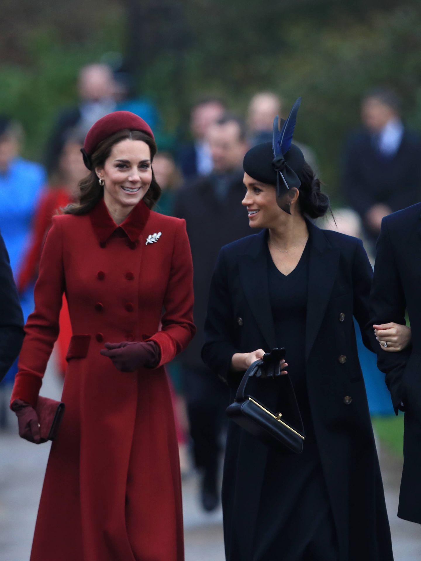 Meghan Markle y Kate Middleton, tras una misa de Navidad en Sandrigham. (Getty)