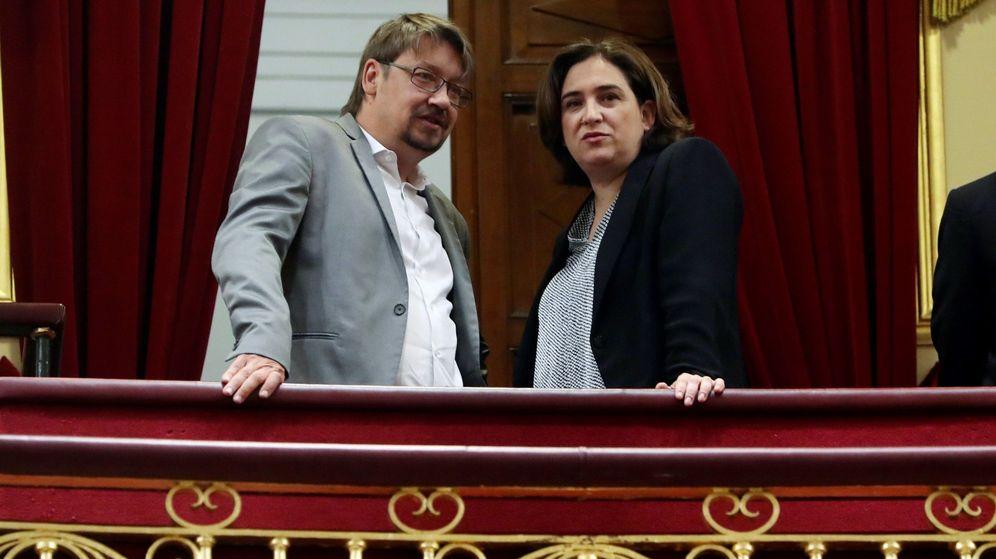 Foto: La alcaldesa de Barcelona, Ada Colau, y el exdiputado del Parlament catalán, Xavier Domènech. (EFE)