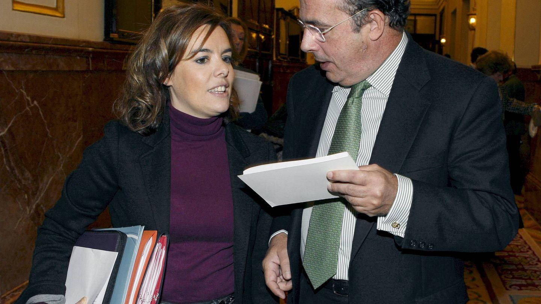 Ignacio Gil Lázaro con la exvicepresidenta, Sorayá Sáenz de Santamaría. (EFE)