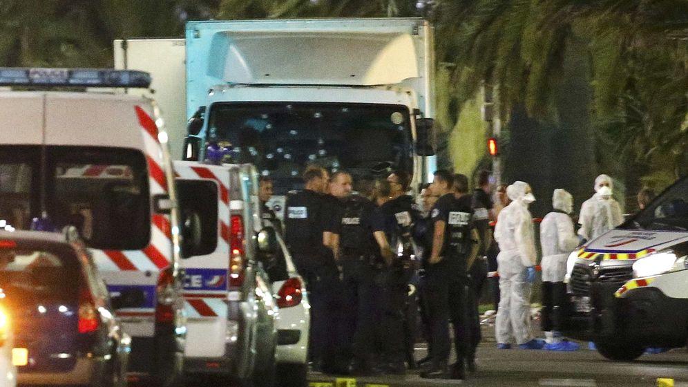 Foto: Imagen del camión que ha arrollado a la multitud. (Reuters)