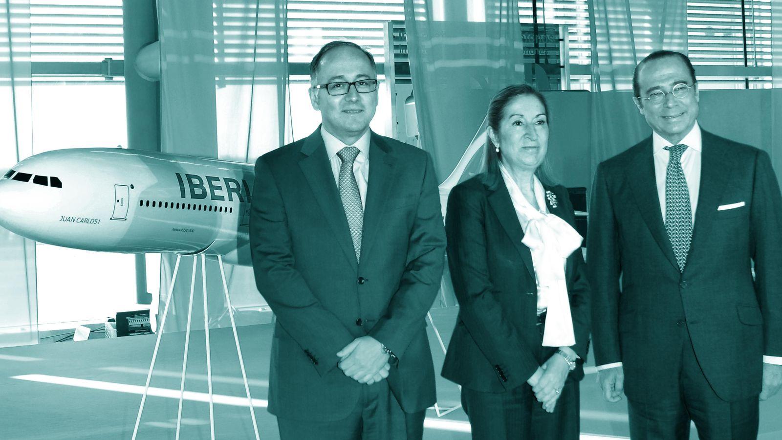 Foto: Luis Gallego, presidente de Iberia, Ana Pastor, ministra de Fomento, y Antonio Vázquez, presidente no ejecutivo de IAG. (Foto: Iberia)