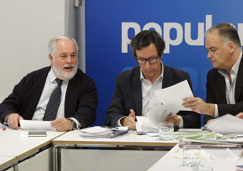 Foto: Floriano, Cañete y Pons se reúnen con Nuevas Generaraciones. (EFE)