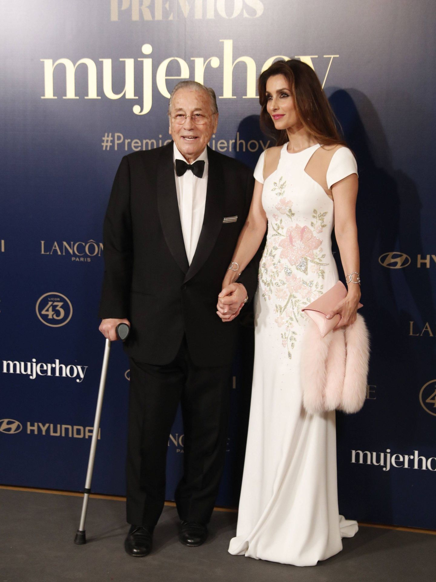 Paloma Cuevas, con su padre. (EFE)