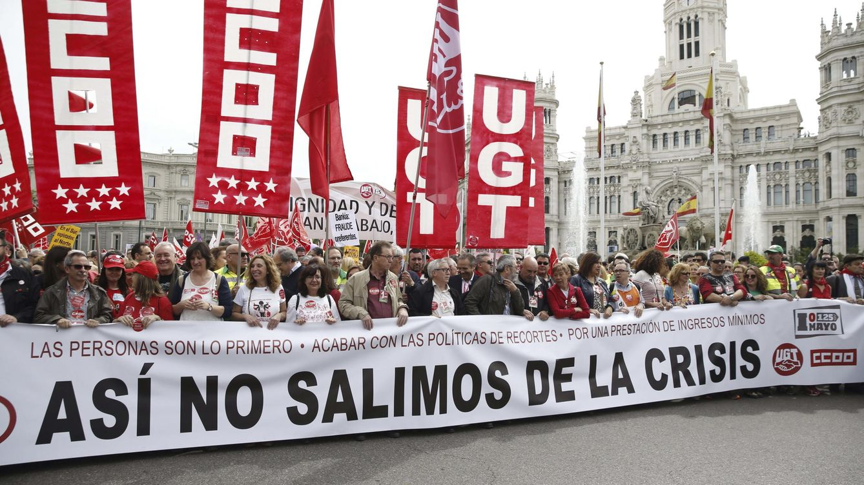 Foto: Manifestación en Madrid del 1 de Mayo convocada por CCOO y UGT. (EFE)