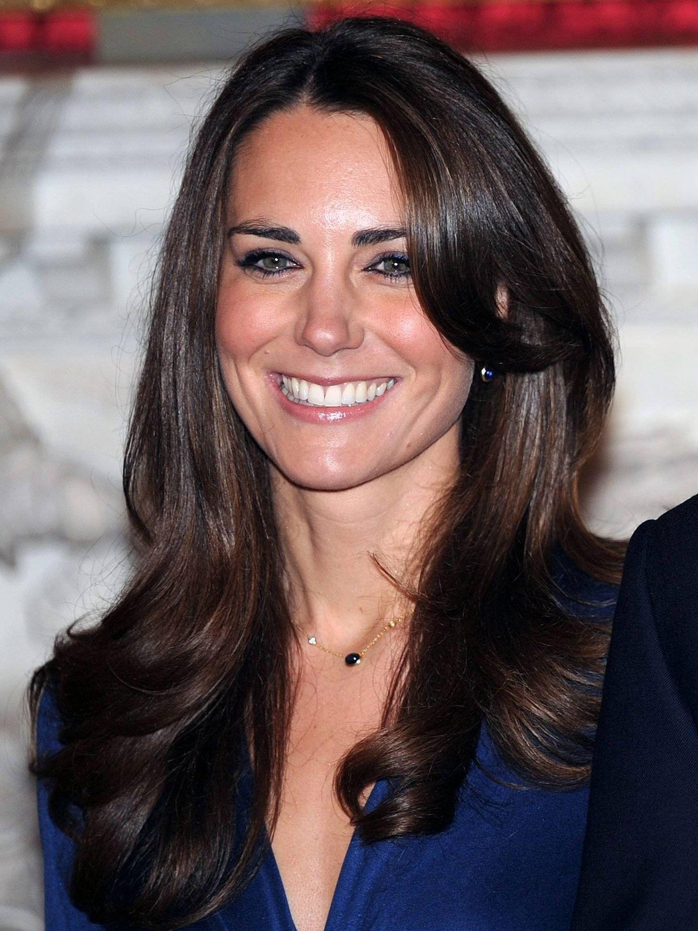 Detalle de la mirada enmarcada de Kate Middleton en el anuncio de su pedida en 2010. (Cordon Press)