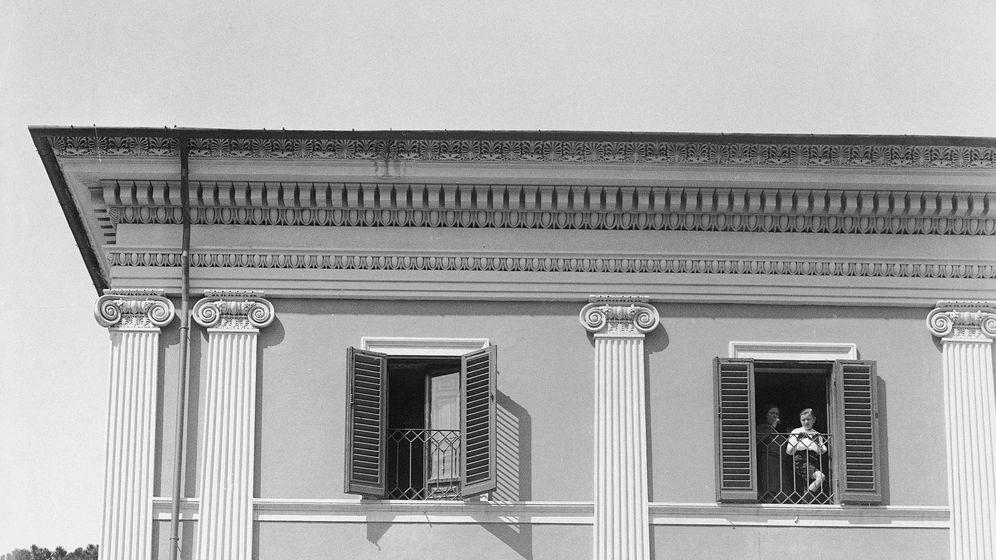 Foto:  Edda Mussolini y Galeazzo Ciano, en Villa Torlonia. (Cordon Press)