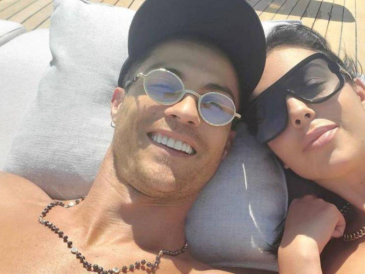 Foto:  Cristiano y Georgina, a bordo de su barco. (Instagram @cristiano)